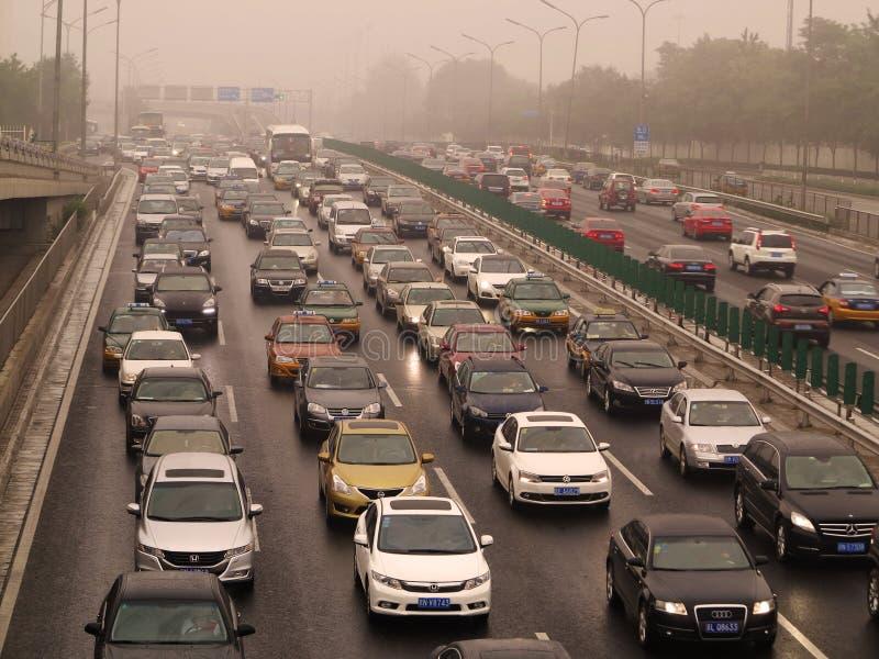 Pekin ruch drogowy I zanieczyszczenie powietrza zdjęcia royalty free