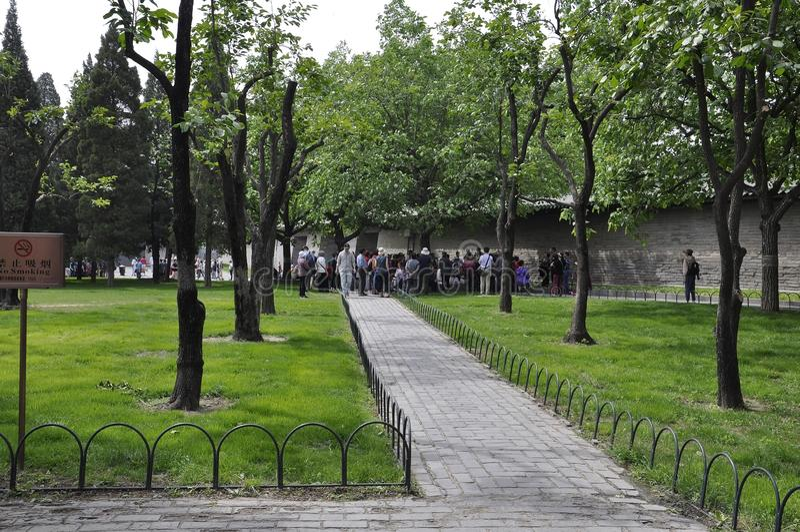 Pekin, 7th może: Grupa turyści w sławnej świątyni niebo park w Pekin zdjęcia royalty free