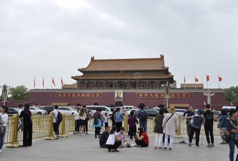 Pekin, 5th może: Turyści odwiedza Forbbiden miasto od Pekin w Chiny zdjęcie royalty free