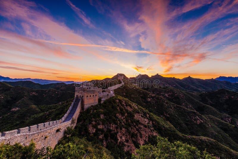 Peking, China - 12 augustus, 2014: Zonsopgang bij de Grote Muur van Jinshanling royalty-vrije stock fotografie