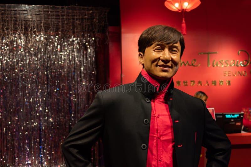 PEKING, CHINA - 19 DEC, 2017: Jackie Chan wasstandbeeld bij de ingang van Peking Mevrouw Tussaud-museum stock fotografie