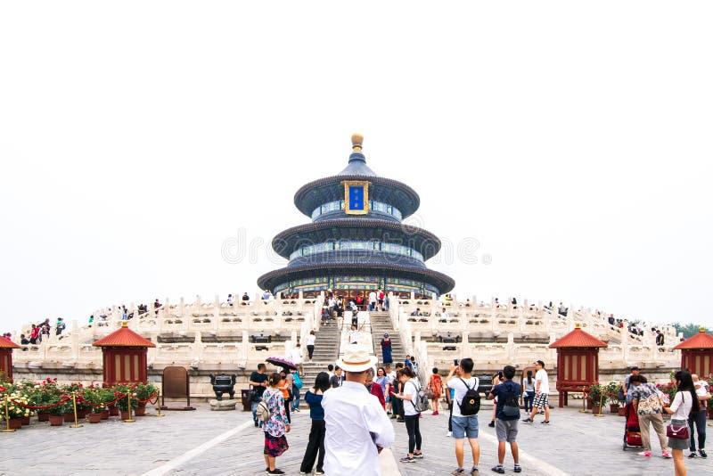 Peking, China - Mei 26, 2018: Het Weergeven van mensen reist bij de Zaal van Gebed voor Goede Oogsten in het centrum bij de Tempe royalty-vrije stock foto's