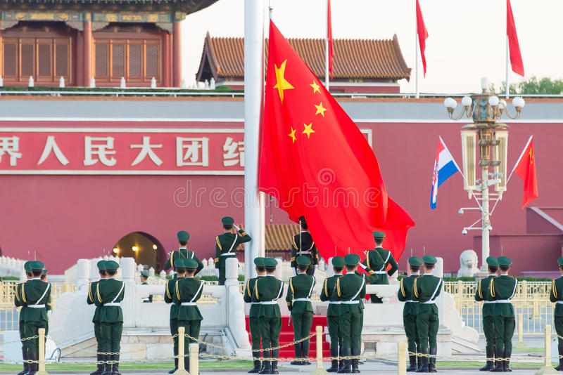 PEKING, CHINA - 13 Oct 2015: Vlag die Ceremonie van Tiananmen opheffen royalty-vrije stock foto's