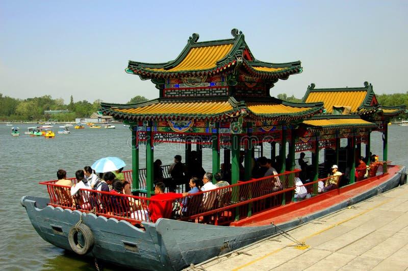 Peking, China: Pagode-Boot im Behei Park stockfotografie