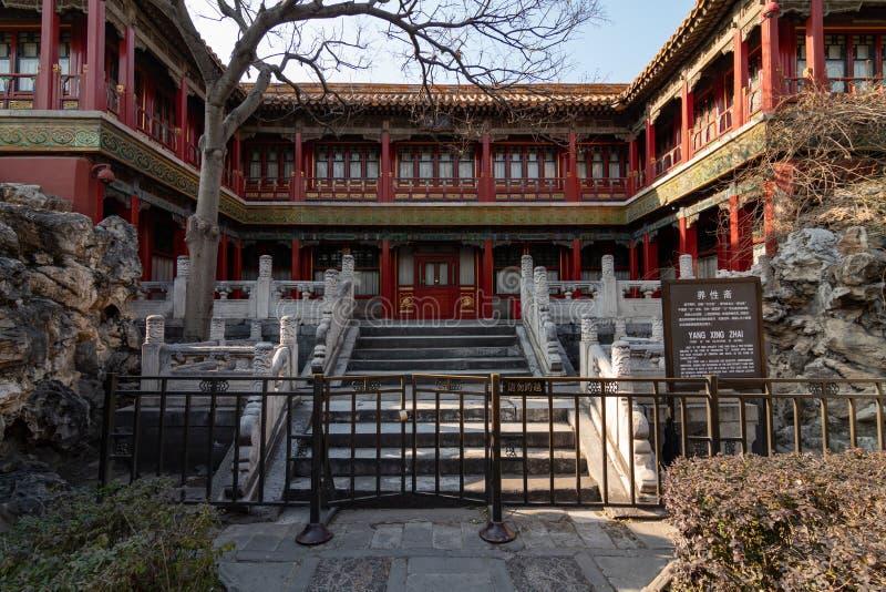 PEKING KINA - DEC 19, 2017: Yang Xing Zhai slottpaviljong på Forbidden City royaltyfria bilder