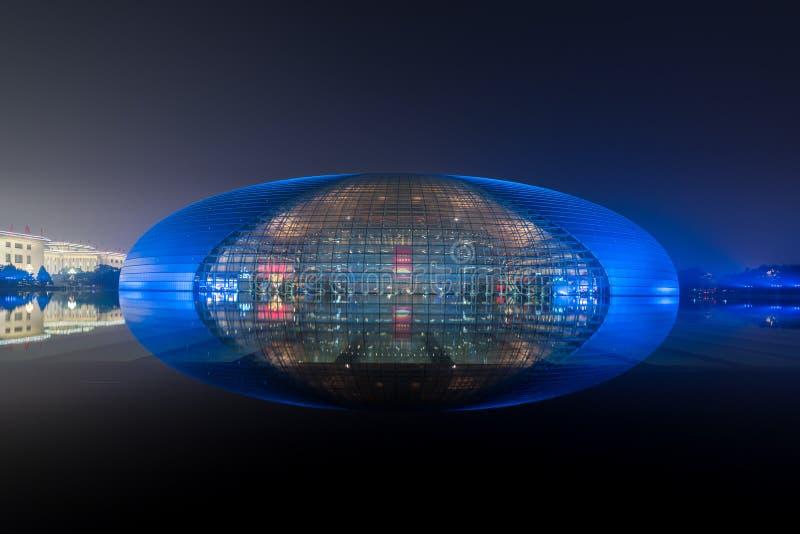 Peking Kina - Oktober 21, 2017: Den härliga nattplatsen av den nationella nationella mitten för storslagen teater för utföra royaltyfri bild