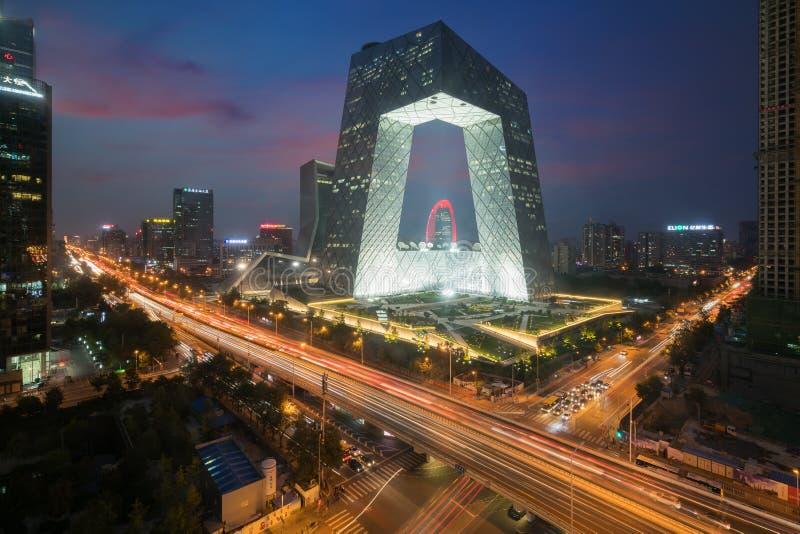 Peking Kina - Oktober 22, 2017: Kina Pekingstad, en berömd gränsmärkebyggnad, Kina CCTV-CCTV som 234 meter är högväxt arkivbilder