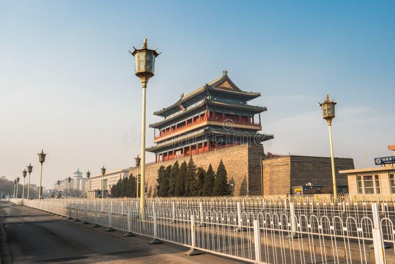 Peking Kina på den Zhengyangmen porthuset i den Tiananmen fyrkanten fotografering för bildbyråer