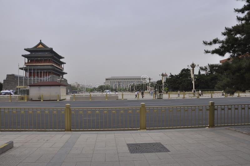 Peking, vijfde kan: De Poort van de boogschietentoren op Tiananmen-Vierkant in Peking stock afbeelding