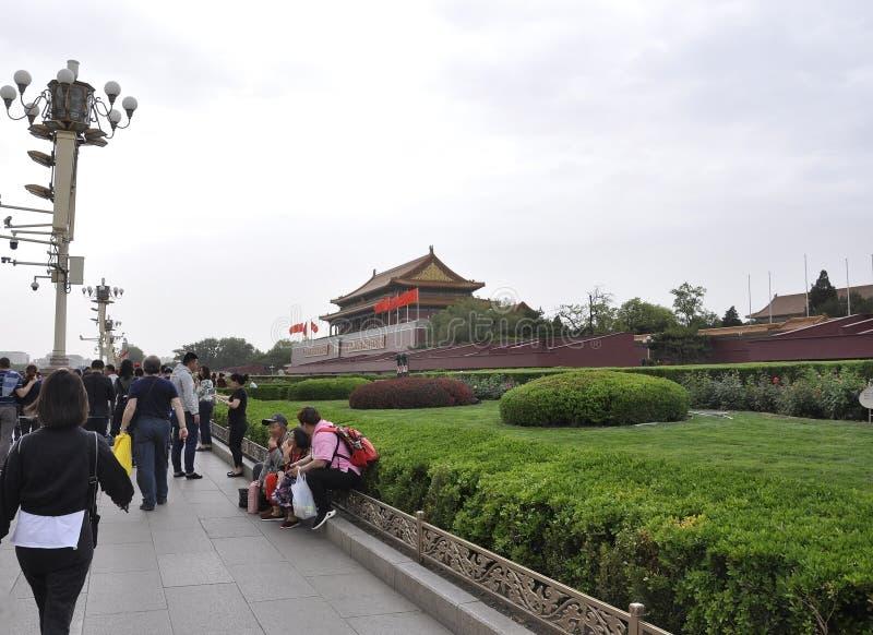Peking, vijfde kan: Met de Poort van Hemelse Vrede op Tiananmen-Vierkant in Peking te bekijken royalty-vrije stock fotografie
