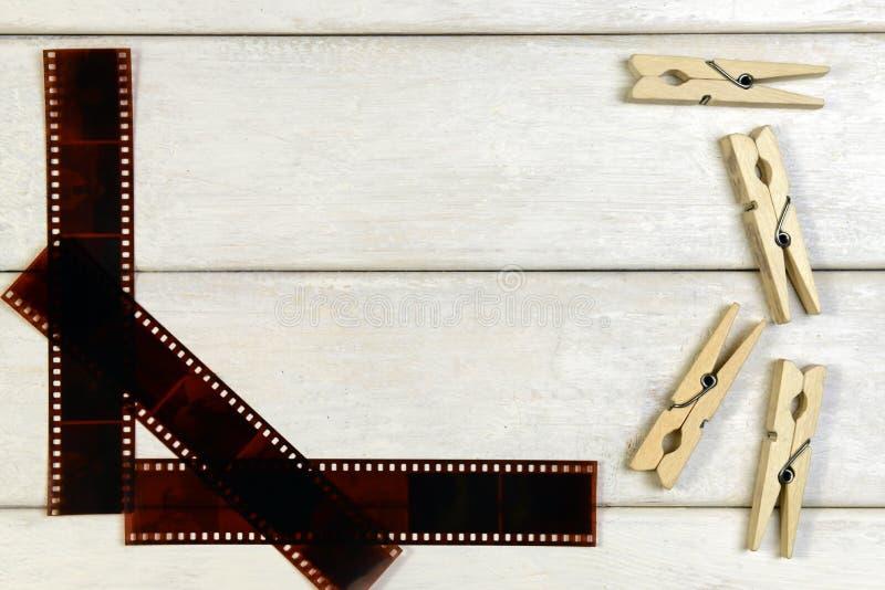 Película para la cámara y las pinzas foto de archivo libre de regalías
