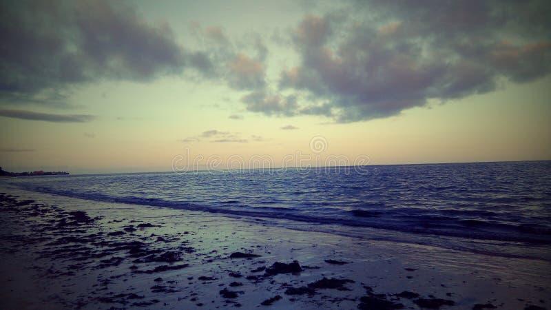Pela praia imagens de stock