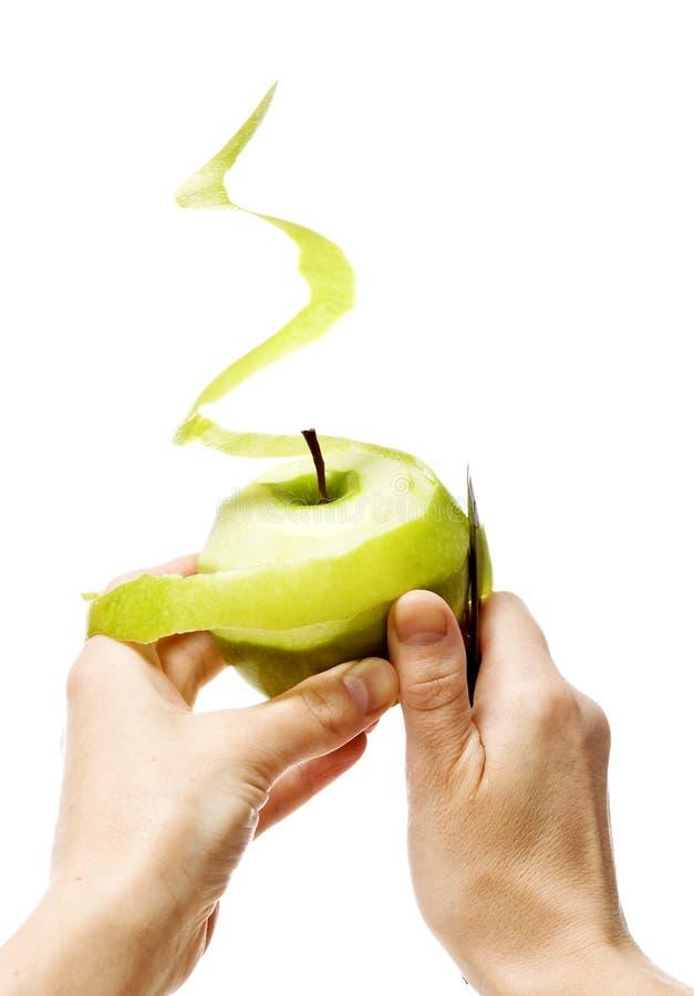 Peladura de la manzana verde imagenes de archivo