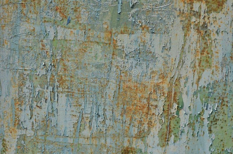 Peladura de la pintura resistida en vieja superficie met?lica oxidada imagen de archivo libre de regalías