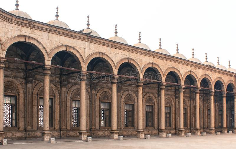 Pelare av en forntida moské i den gamla Kairo, Egypten