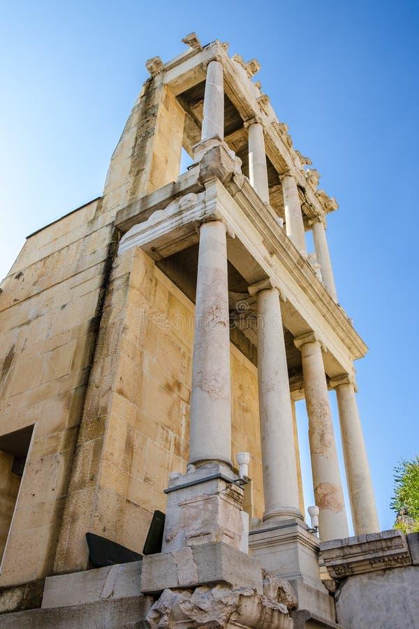Pelare på den forntida romerska teatern av Philippopolis, Plovdiv, Bulgarien arkivfoto