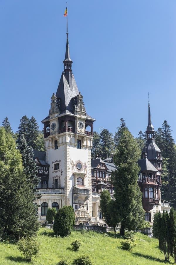 Peles-Schloss im vertikalen Bild lizenzfreies stockbild
