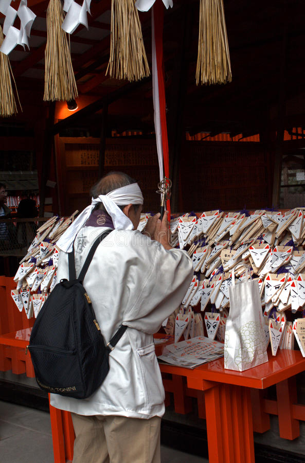 Pelgrim bij de Tempel van Fushimi Inari, Kyoto, Japan royalty-vrije stock foto's