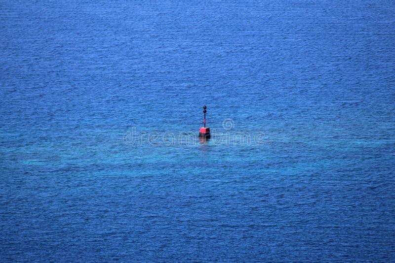 Peligro aislado en el mar fotografía de archivo