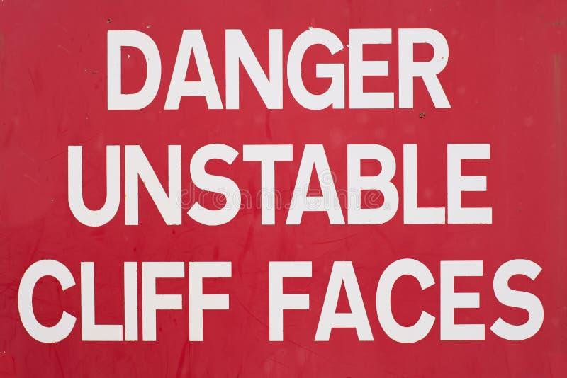 Peligro Cliff Sign inestable ilustración del vector
