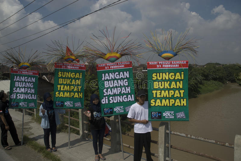 PELIGRO DE LA GESTIÓN DE LA BASURA DE INDONESIA imagen de archivo libre de regalías