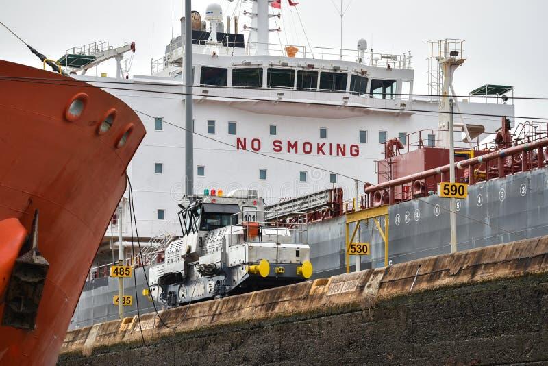peligro De no fumadores en la nave imagen de archivo libre de regalías