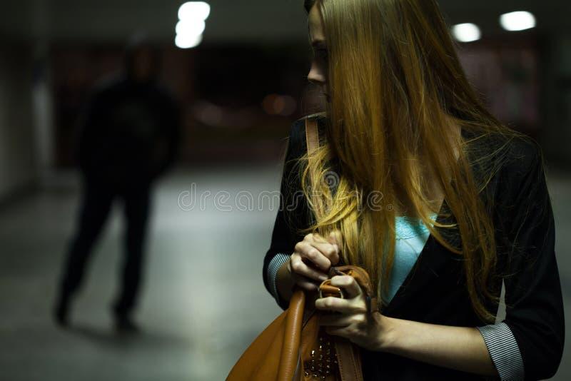 Peligro en la noche imagen de archivo