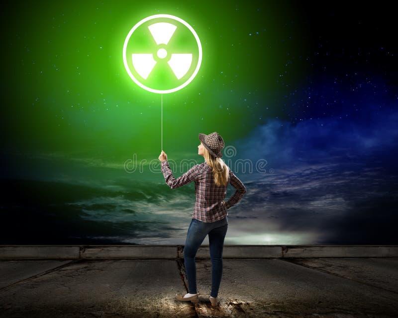 Peligro radiactivo imagenes de archivo