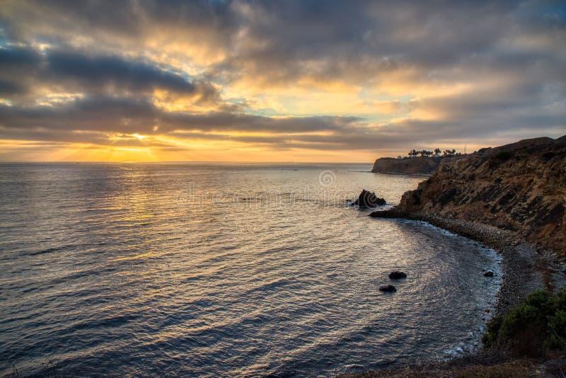 Pelikanliten vik och att peka Vicente på solnedgången royaltyfri bild