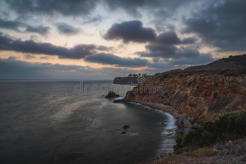 Pelikanliten vik och punkt Vicente efter solnedgång arkivbilder