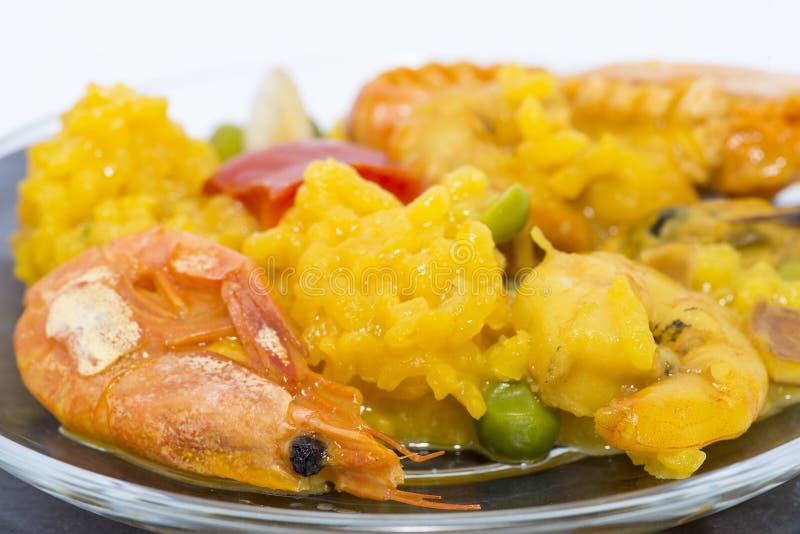 Pella typique de fruits de mer de Valence Riz aux crevettes, poissons et légumes photo stock