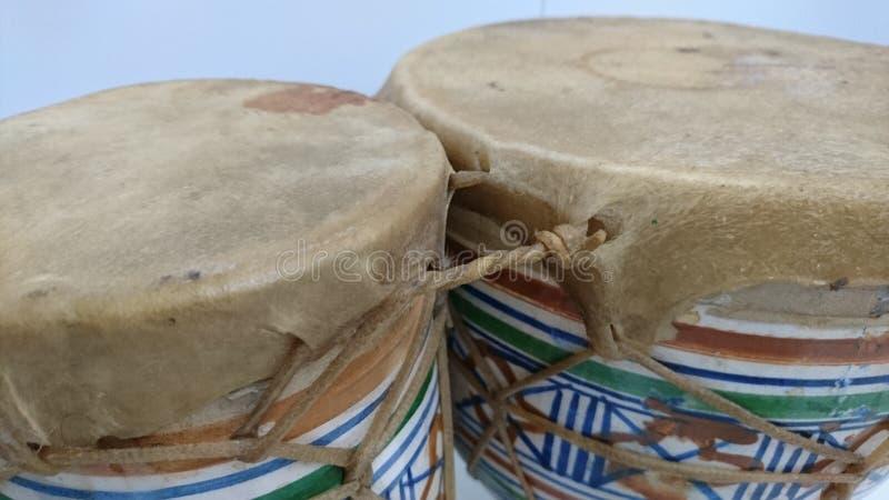 Pellame del tendine dei bonghi ceramico fotografia stock libera da diritti