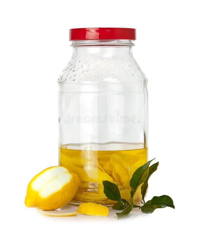Pelle di limone nella fermentazione immagine stock libera da diritti