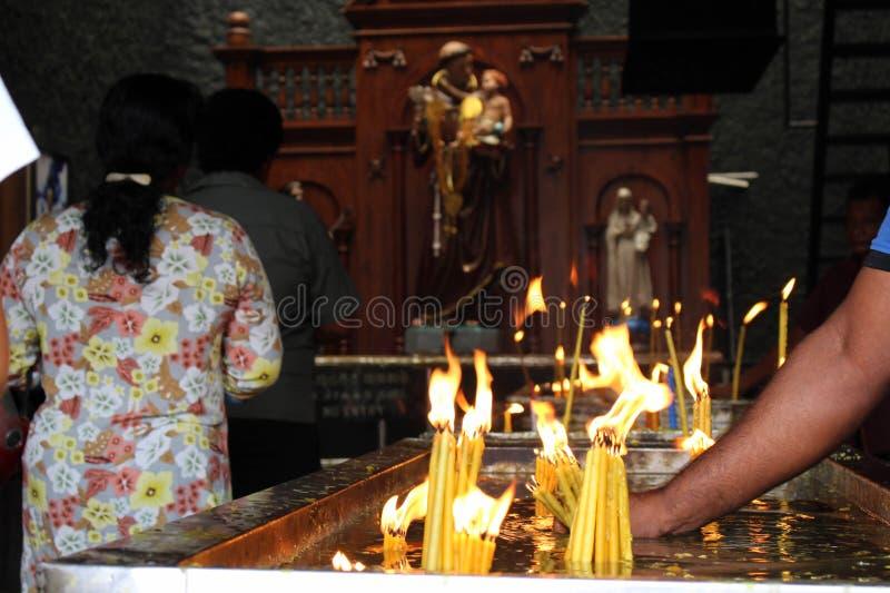Pellegrini del san Anthony Shrine a Colombo fotografia stock libera da diritti