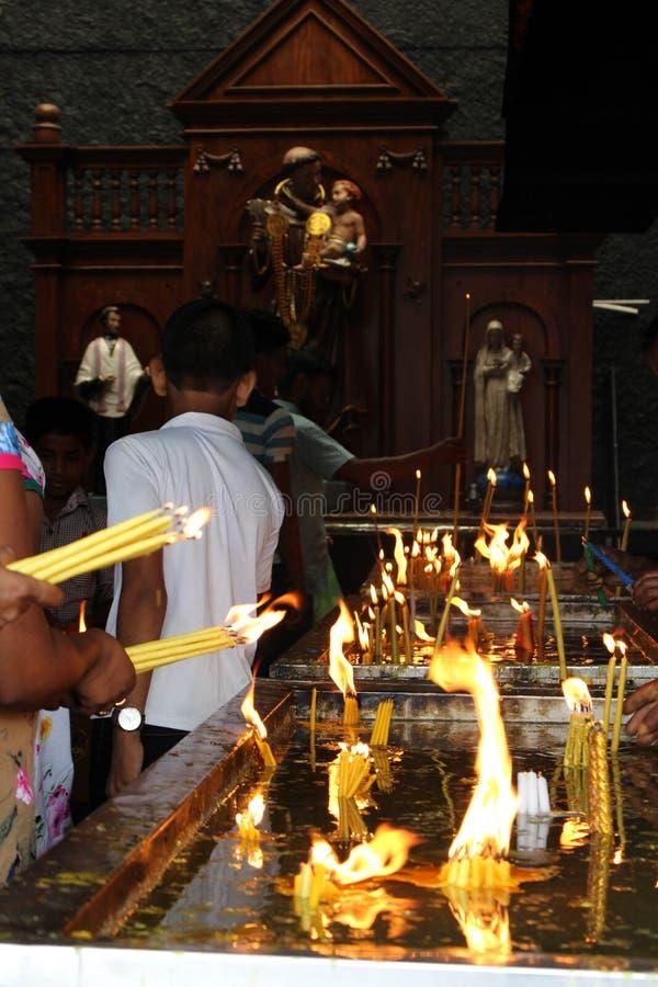 Pellegrini del san Anthony Shrine a Colombo fotografie stock