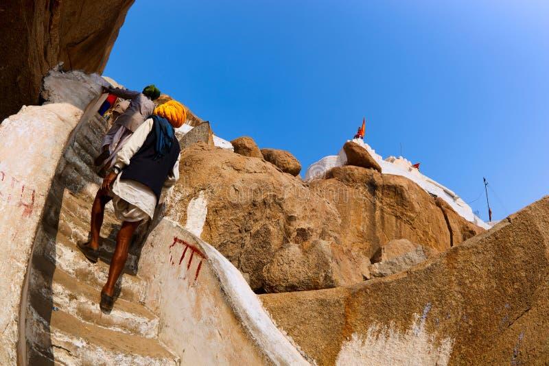 Pellegrini sul modo a Hanuman Temple fotografia stock libera da diritti