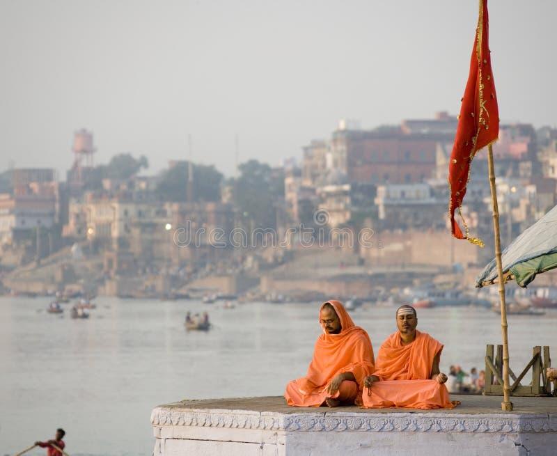 Pellegrini - Varanasi - India immagine stock