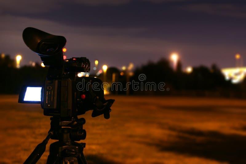 Pelliculage de caméscope la nuit photo stock