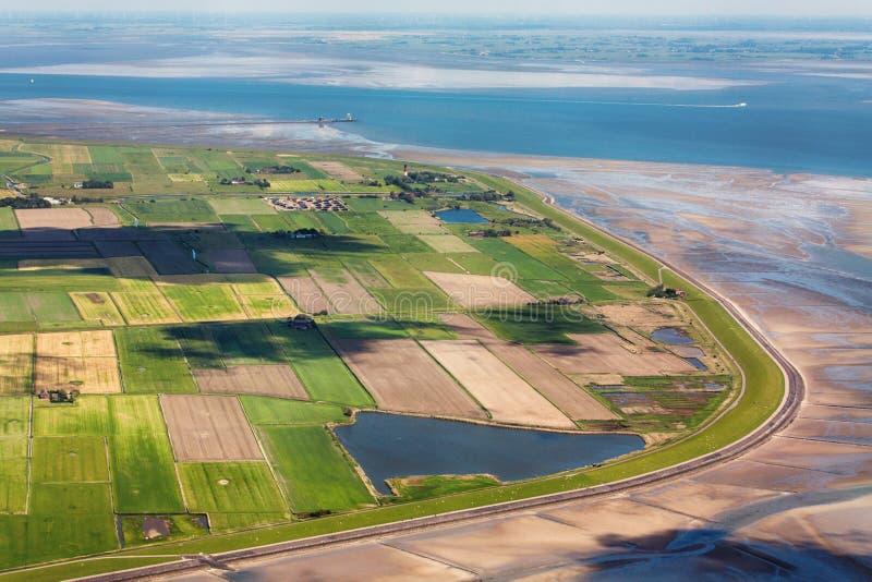 Pellworm ö, flygbild av den Schleswig-Holstein Wadden havsnationalparken royaltyfri fotografi