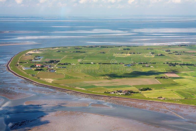Pellworm ö, flygbild av den Schleswig-Holstein Wadden havsnationalparken arkivbild