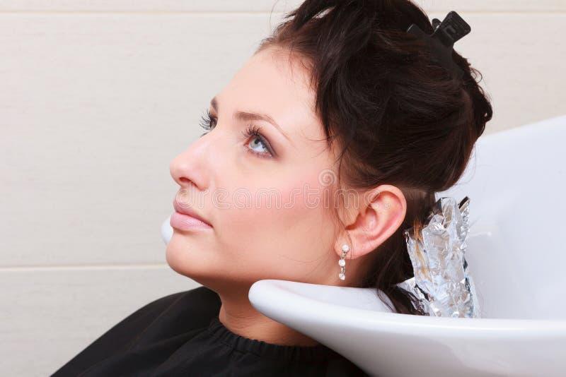 Download Pelo De Muerte De La Mujer En Salón De Belleza De La Peluquería Hairstyle Foto de archivo - Imagen de brunette, preparación: 44854990