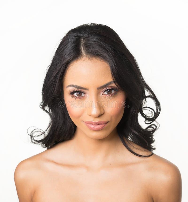Pelo magnífico y ojos de la mujer de la piel hermosa del claro fotos de archivo libres de regalías
