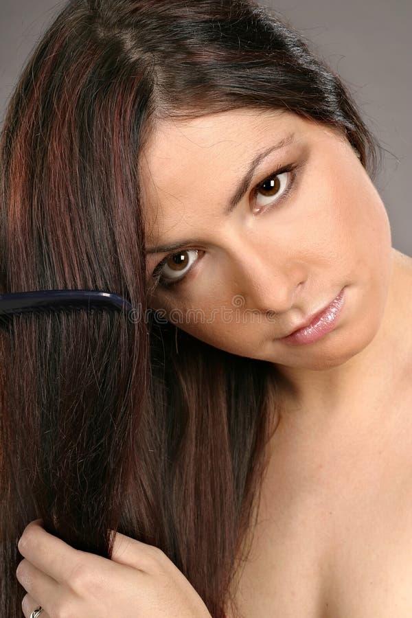 Download Pelo Que Aplica Con Brocha De La Mujer Imagen de archivo - Imagen de alineada, cara: 1290955