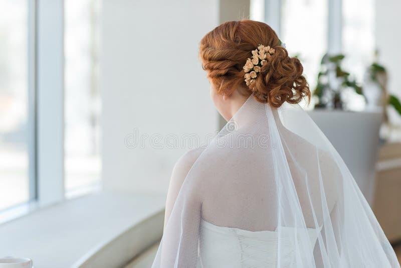 Pelo rojo de la novia foto de archivo libre de regalías