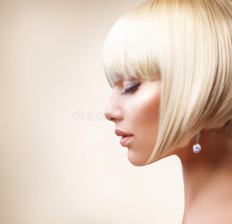 Pelo rubio. Corte de pelo imagenes de archivo