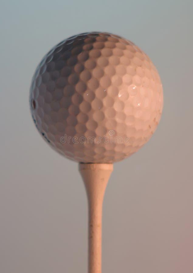 Pelota de golf en te fotos de archivo