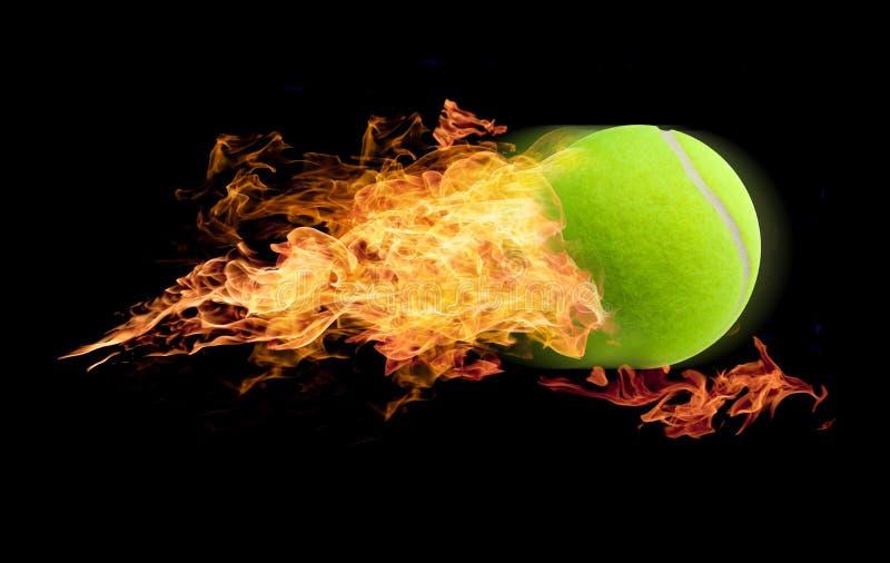 Pelota de tenis en el fuego fotografía de archivo