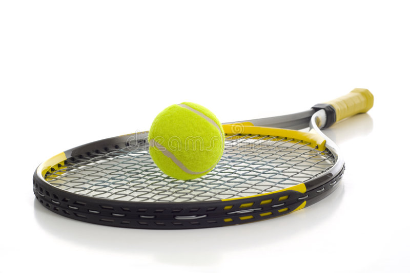 Pelota de tenis y raqueta fotografía de archivo libre de regalías