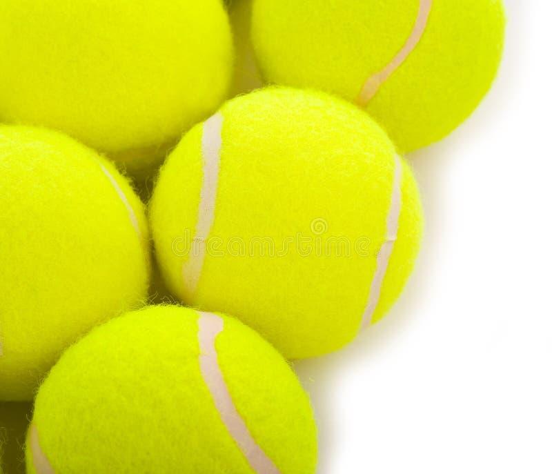 Pelotas de tenis en blanco fotografía de archivo libre de regalías