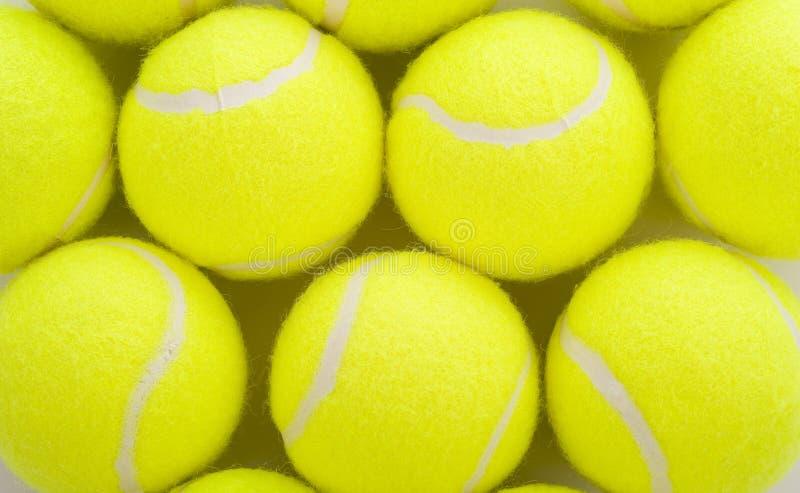 Pelotas de tenis en blanco imagen de archivo
